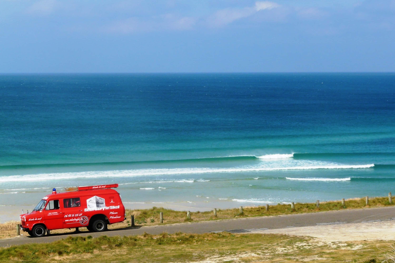 surfing britanny