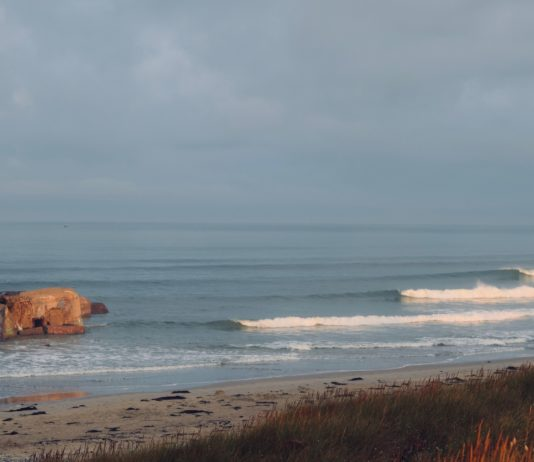 surfing in brittany kermabec