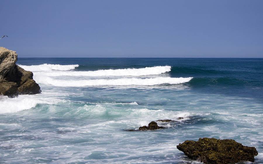 Fae - surfing in Ecuador